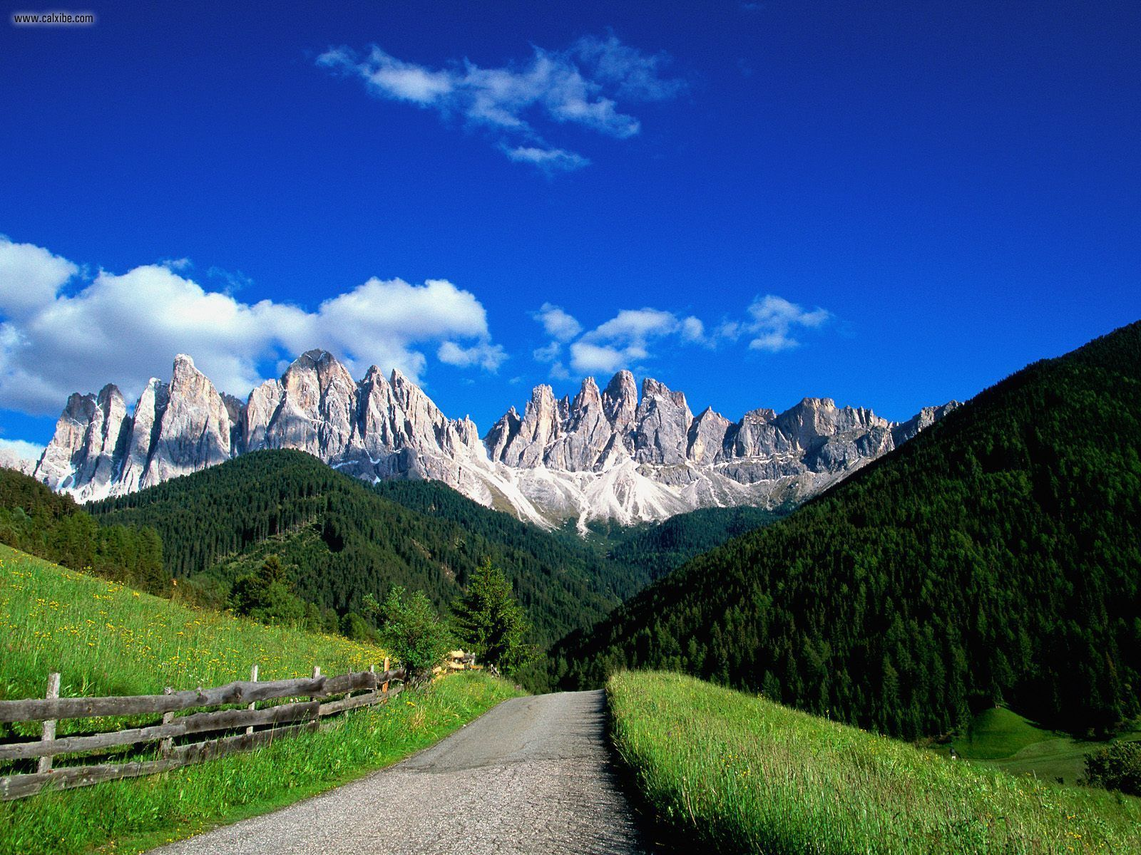 Dolomite_Mountains.png