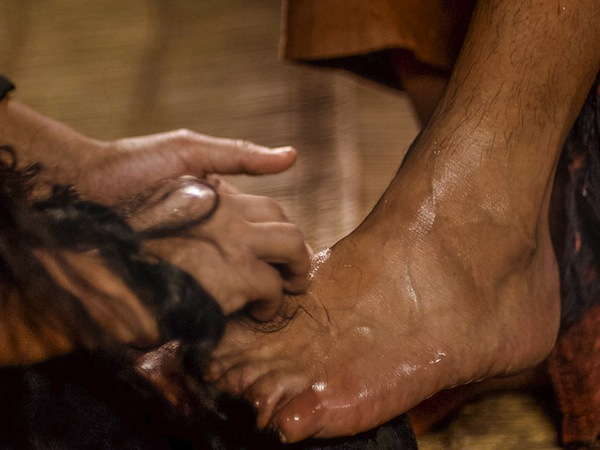 Mary_Anointing_Jesus__feet.jpg