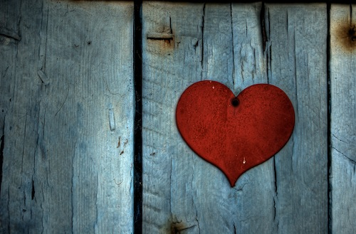 Red_Heart_on_Wood.jpg