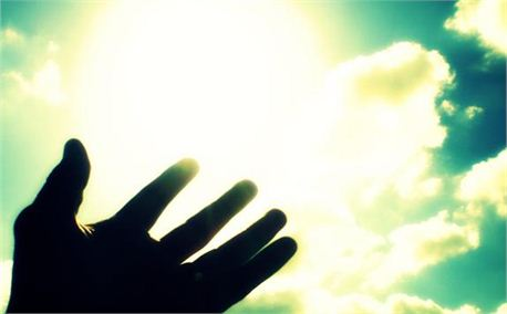 hand_and_bright_sky.jpg